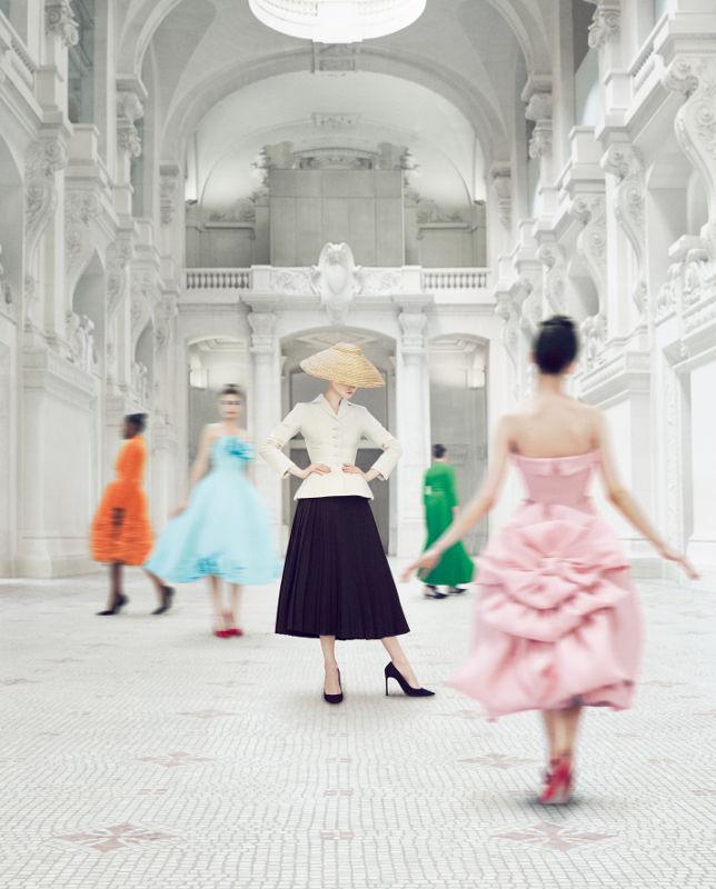 Ausstellungsplakat Dior, Bild Les Arts Décoratifs