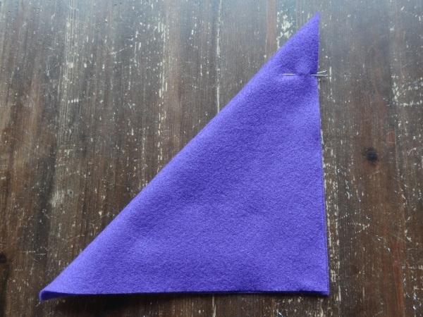 Dreieck falten und Ecke feststecken
