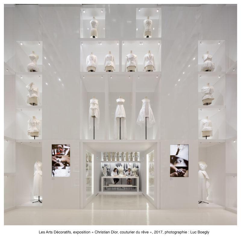 Life Atelier umgeben von Nesselmodellen Bild Les Arts Décoratifs