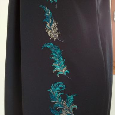 bernina_B_700_embroidery_stickmaschine_musterkleid_detail_512x384.jpg