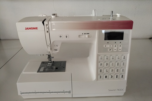 janome_740dc_front.jpg